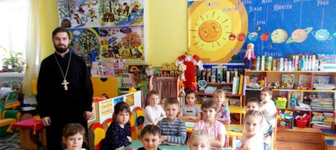 Священнослужитель рассказал малышам о значении вежливых слов