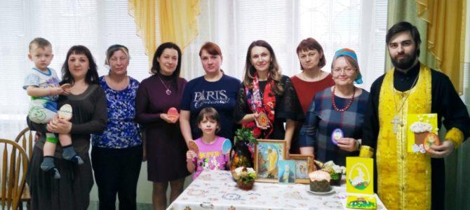В областном кризисном центре состоялась  встреча со священнослужителем