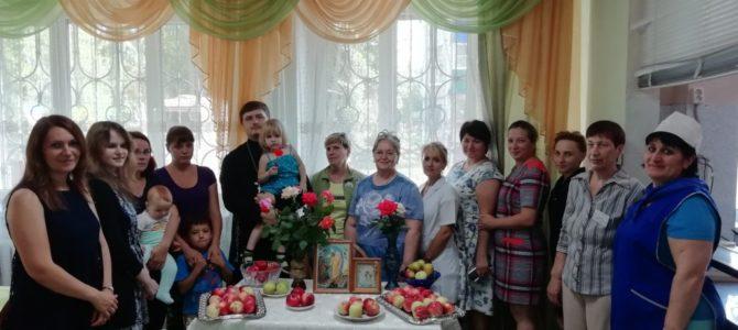 Священник посетил городской кризисный центр помощи женщинам и детям.