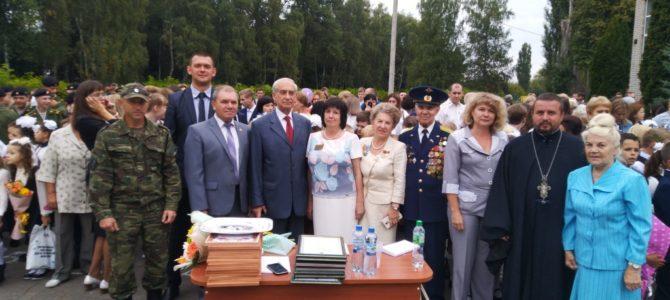 Священник принял участие на праздничных линейках 1 сентября в СШ№14 г. Липецка