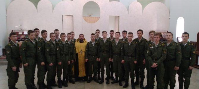 Священник благословил учеников СШ№14 перед клятвой кадета