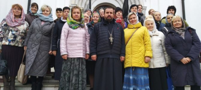 в День учителя священник организовал паломническую поездку учителей СШ№14 к святыням г. Задонска