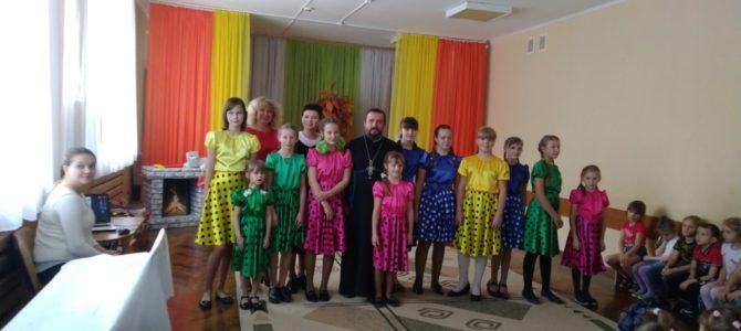 В день Покрова Божей Матери священники храма и онсамбль»Остров детства» посетили ДУ№25 г. Липецка