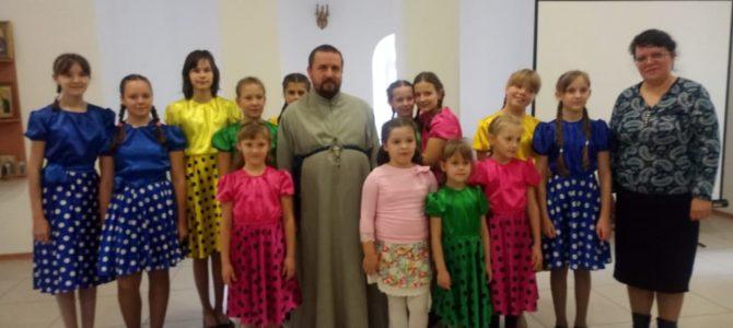 4 ноября в воскресной школе храма состоялась праздничная трапеза и концерт детского ансамбля «Остров детства»