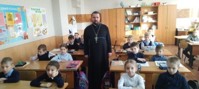 14 ноября в рамках XXVIII Рождественских чтений священник провел встречу с детьми в СШ№14